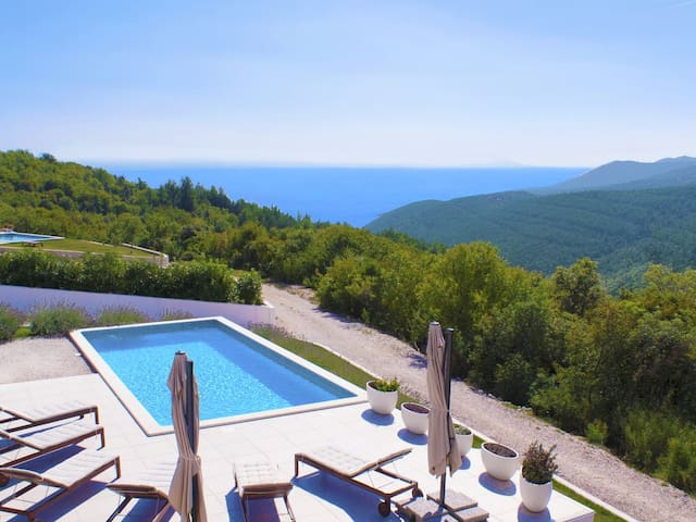 A wonderful Villa with a beautiful sea view! For 8