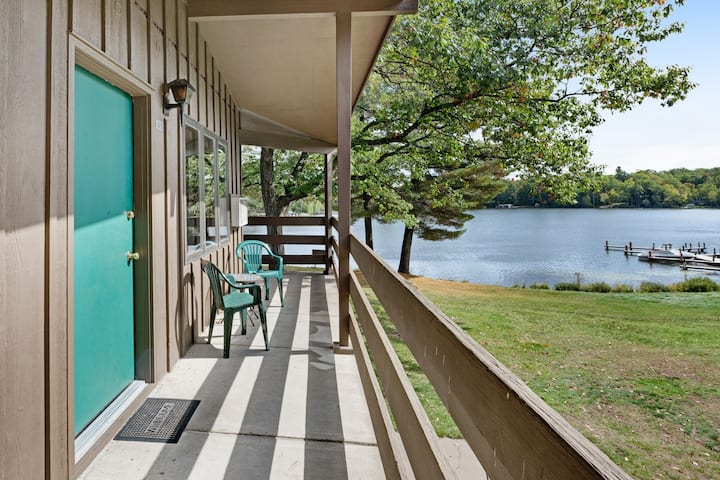 Lake view room in historic resort w/ access to dock, tennis & beach - dogs OK!