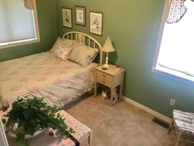 Double bedroom main level.