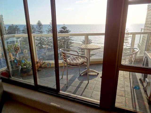 Room in beachfront penthouse - Glenelg - Apartment