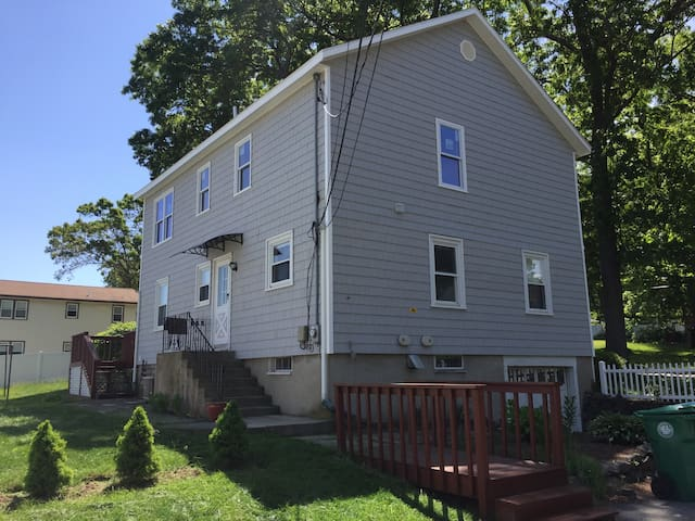 2 Bedroom 1st Floor Apartment Central Location