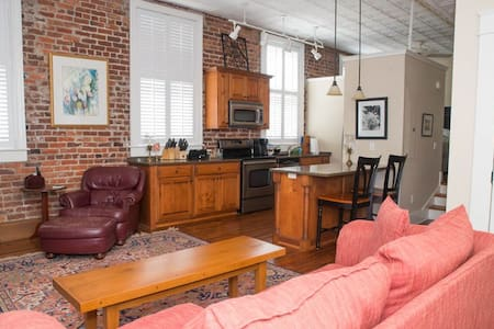 Charleston Downtown - Great Monthly Rate!