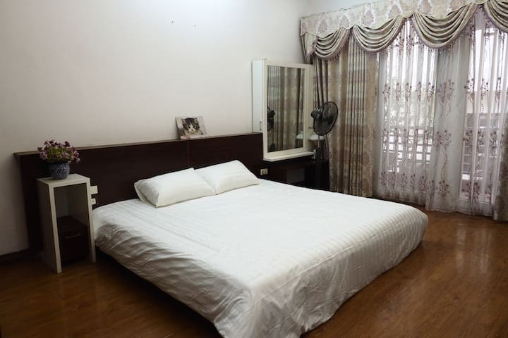 ★Quite place★ One big bed | Balcony| Very clean