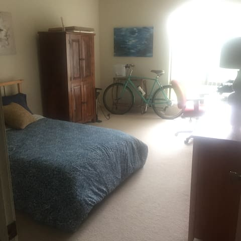 Very big bedroom for rent in apartment share - West Menlo Park - Leilighet