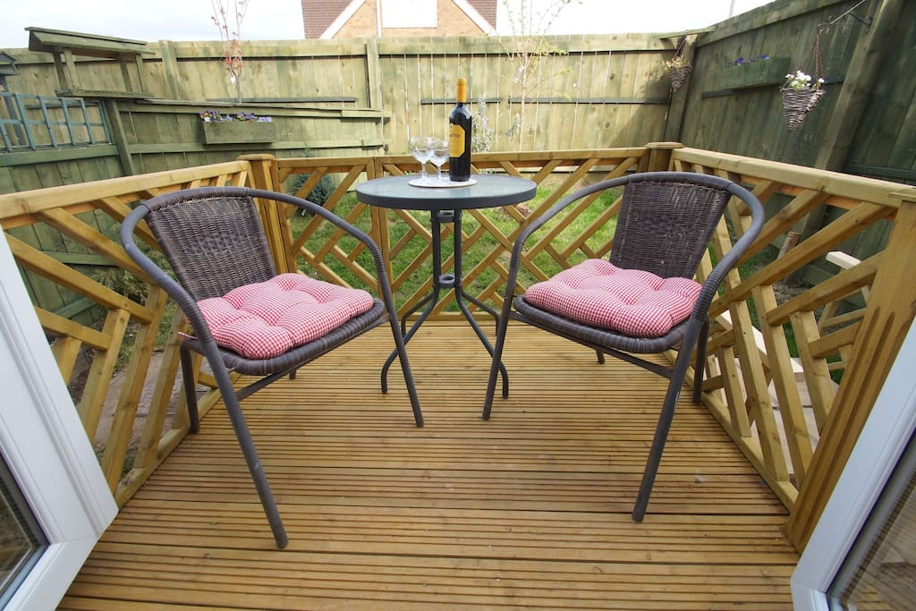 Private decking area ,with garden access,suitable for small pets