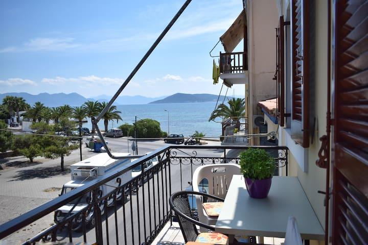 Cozy studio in town of Aegina (No2)