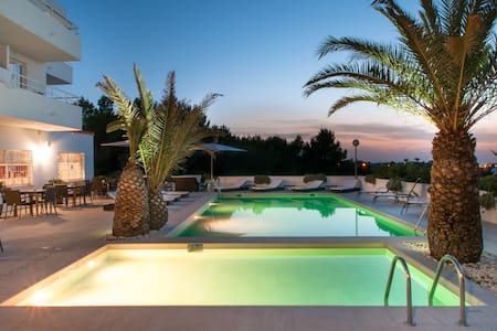 Stay in one of  best rated accomodations of Ibiza¡