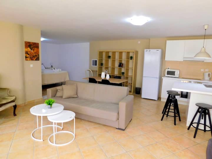 La Boheme Suite, 100m From The Beach!