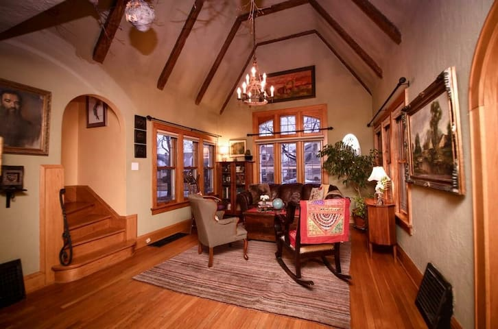 Charming English Tudor near airport - Milwaukee - Rumah