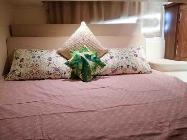 Second bedroom: Queen bed with fresh sheets & pillows, AC, small cupboard,
