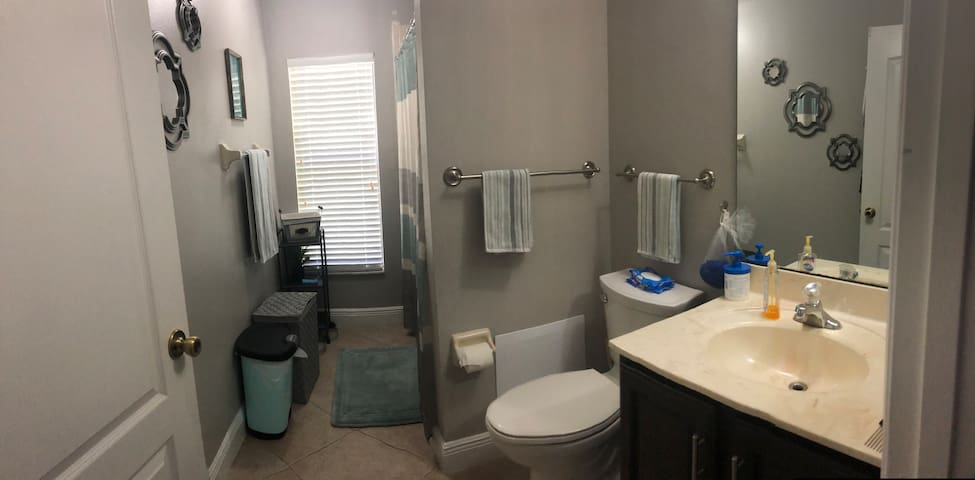 Small bedroom for rent with shared bathroom