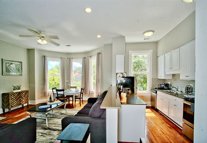 2 Bed Newly Remodeled Luxury in Downtown Savannah