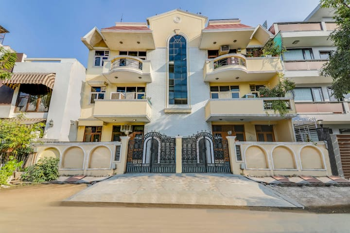Homely 2 BHK, near Kingdom of Dreams/71370 C4