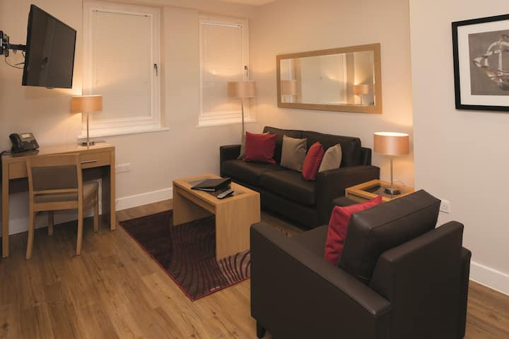 Deluxe 2 bedroom Apartment at 100 Kings Road by House of Fisher