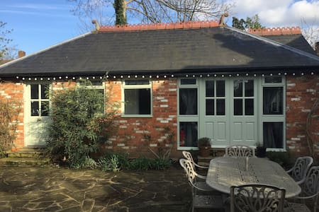 The Old Cow Barn guest lodge 1BD - Addlestone - Bungalow