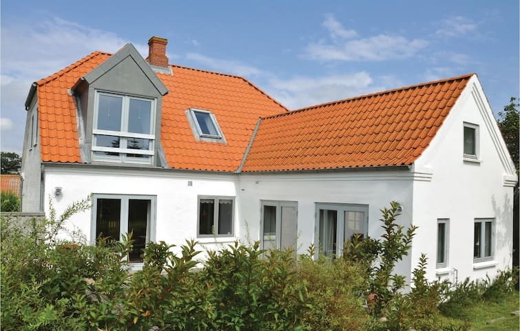 Holiday cottage with 3 bedrooms on 110m² in Broager