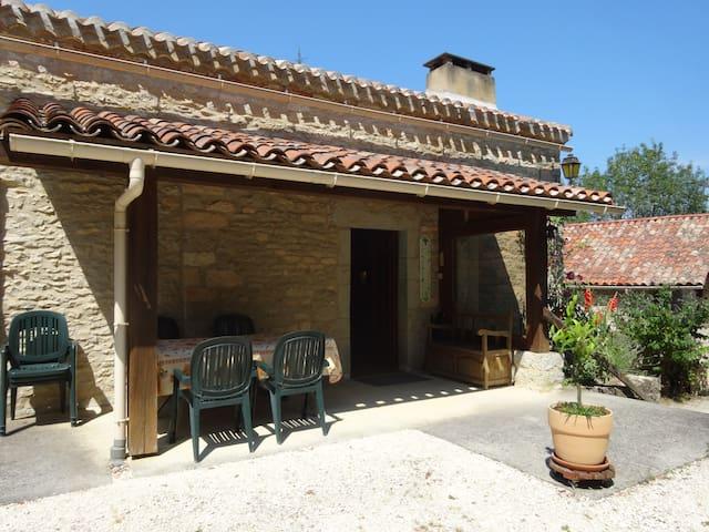 Chambre familiale  indépendante 4 personnes - Le Montat - Gästehaus