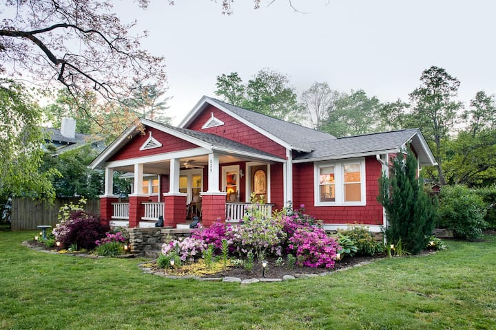 THE RED COTTAGE -Off-Season Rates! Pets welcomed.