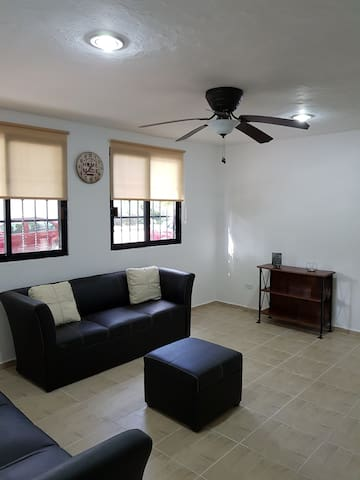 CHARMING / 2 BR APARTMENT 15 MIN FROM THE BEACH