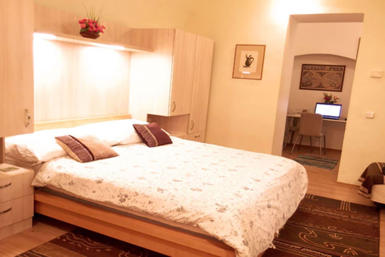 Bedroom (left view)