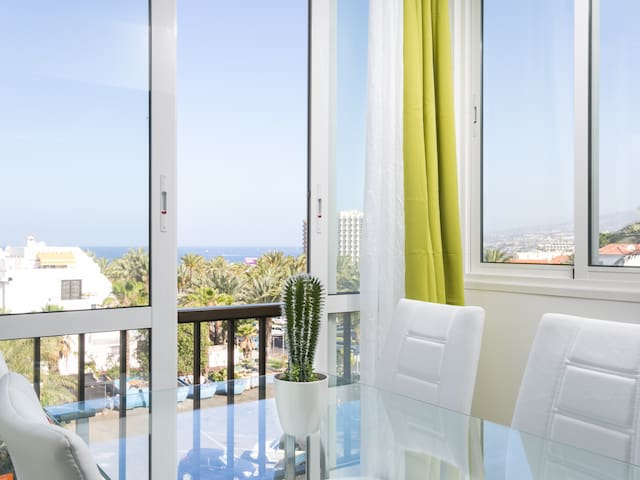 408.Enchanting sea view,wifi free and sea front