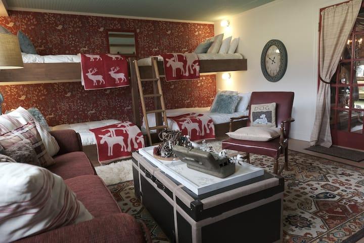 Colorado Bunk Room/Chinaberry Historic Barn