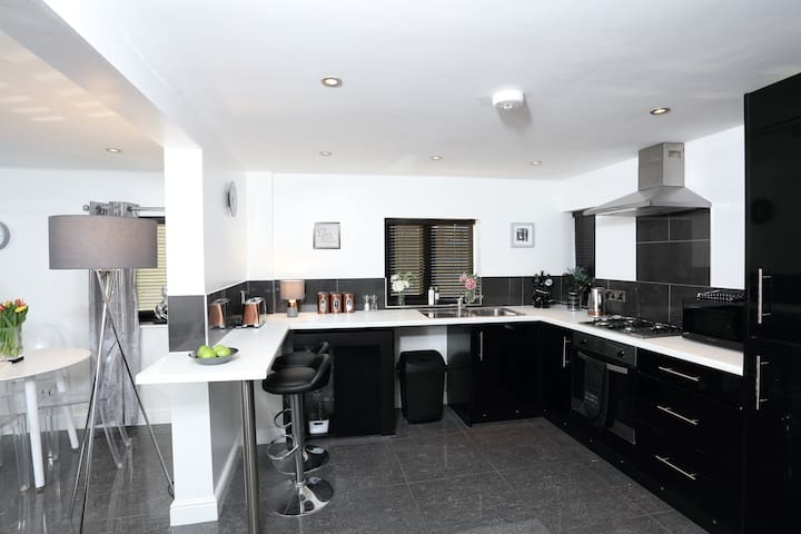 Spacious open plan kitchen with breakfast bar