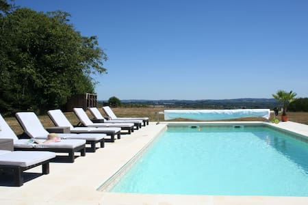 Beautiful Farmhouse with pool and stunning view - Bussière-Galant