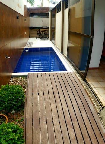 Apartamento com piscina privativa