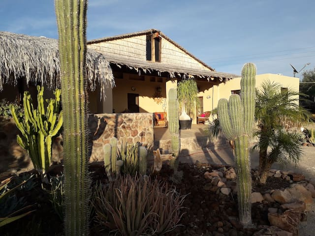 Rancho Espinoza-la oficina-private entrance