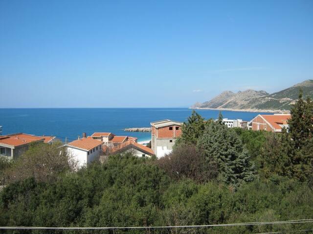 Отдельный двухэтажный дом в 300м от моря и пляжа - Dobra Voda - House