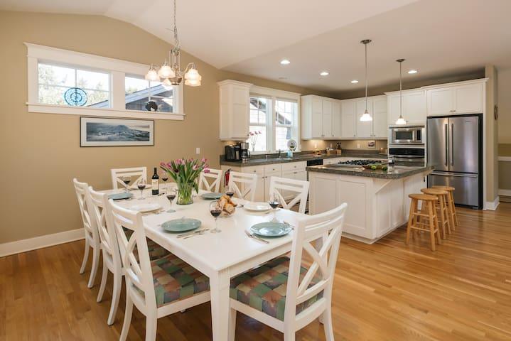 Tolovana Seahouse - Spacious home, 2 Master Suites, Premium decor