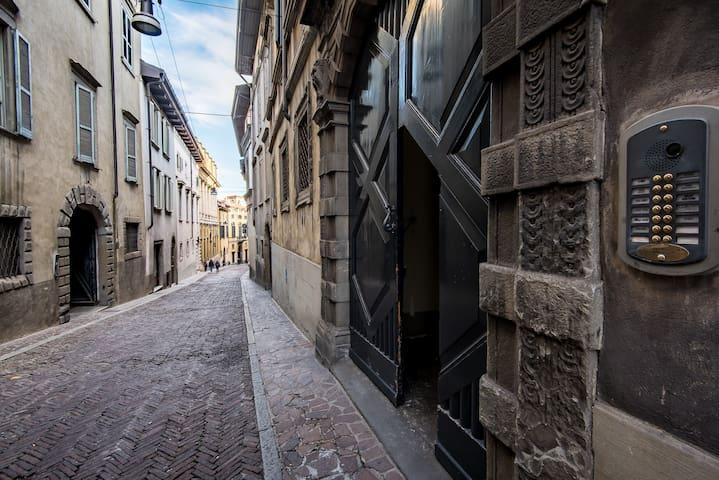 ReGo Apartments - Palazzo Monzini - Bergamo - Apartament