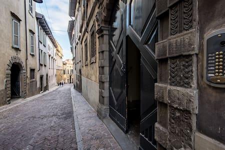 ReGo Apartments - Palazzo Monzini✈ - Bergamo