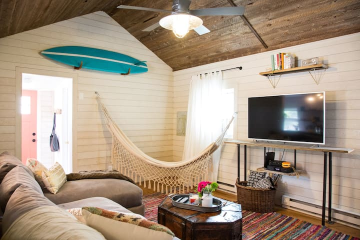 Cozy surf cottage 3.5 blocks from beach