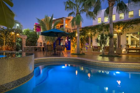 Authentic Mexican Villa Pool-Jacuzzy-Firepit-BBQ