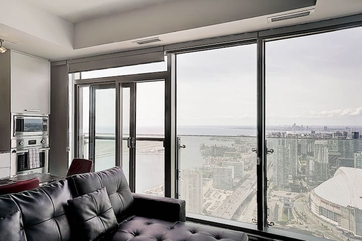 Executive One Bdrm - Remarkable Views - Union Stn