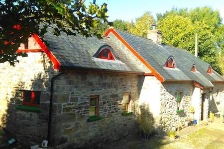Traditional cottage in countryside - Carrick-On-Suir