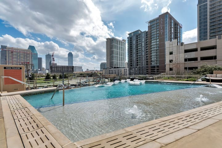 ⭐️Amazing 2bd Heart of VICTORY PARK Downtown ⭐️