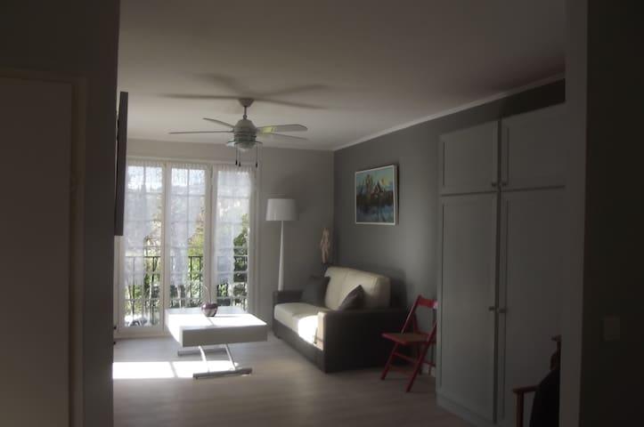 Appartement dans Parc arboré ,piscine,tennis - Peymeinade - Huoneisto