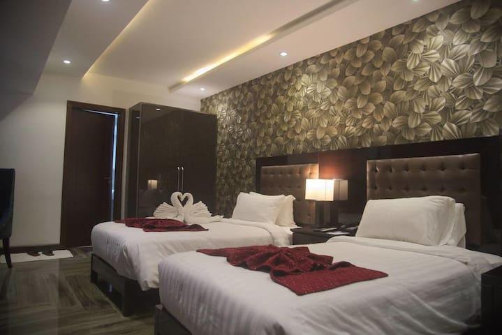 Savoey Hotel Lahore - 5 Star