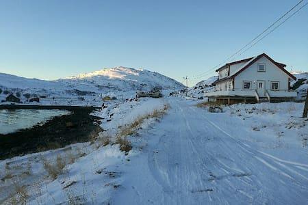 Hytte med tre soverom - Hammerfest - Casa de campo