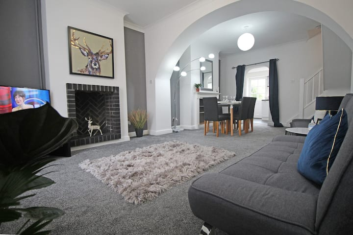 CLASSIC PERIOD HOME - In eclectic Hoole Village