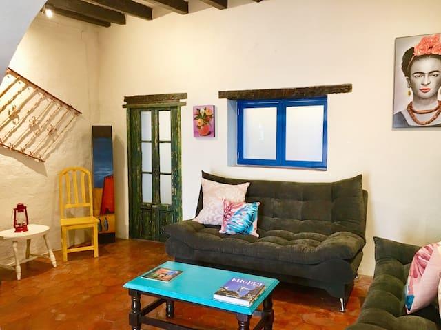 Casa Corazones/1 min from Teatro Juarez/Prime Spot