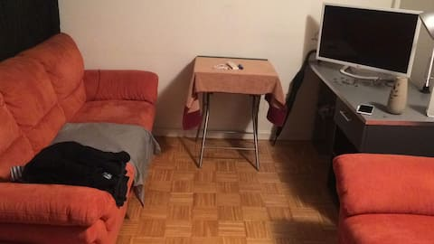 Fully Furnished Studio: Close to University/Trams