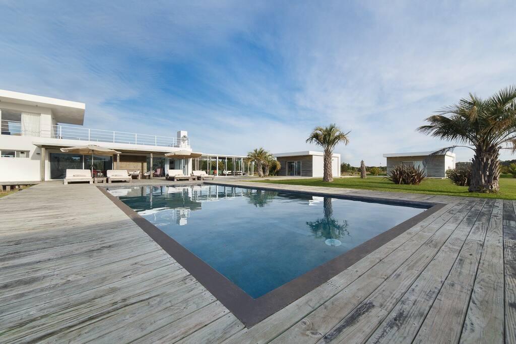 Chacra minimalista j i sale houses for rent in jos for Casa minimalista uruguay