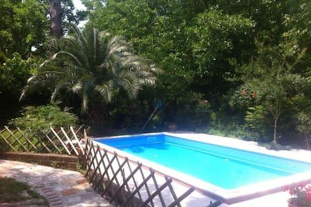 Dependance in villa con piscina - San Felice a Cancello