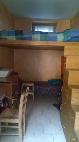 Double room with mezzanine/stanza doppia - Malgrate - Flat