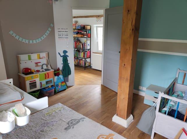 Deuxième chambre dans lequel nous mettons un lit BZ pour faire une deuxième chambre double si besoin