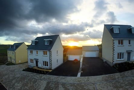Lovely room with ensuite near the beach! - Perranporth